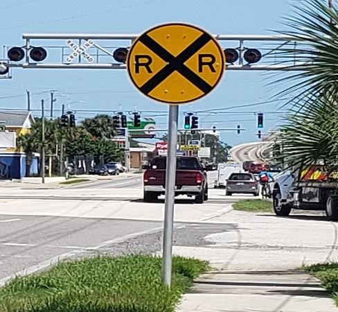 railroad crossing sign mason ave 09-21-2020 488 x 450